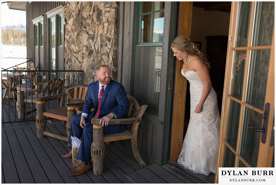 devils thumb ranch wedding in winter first look reveal