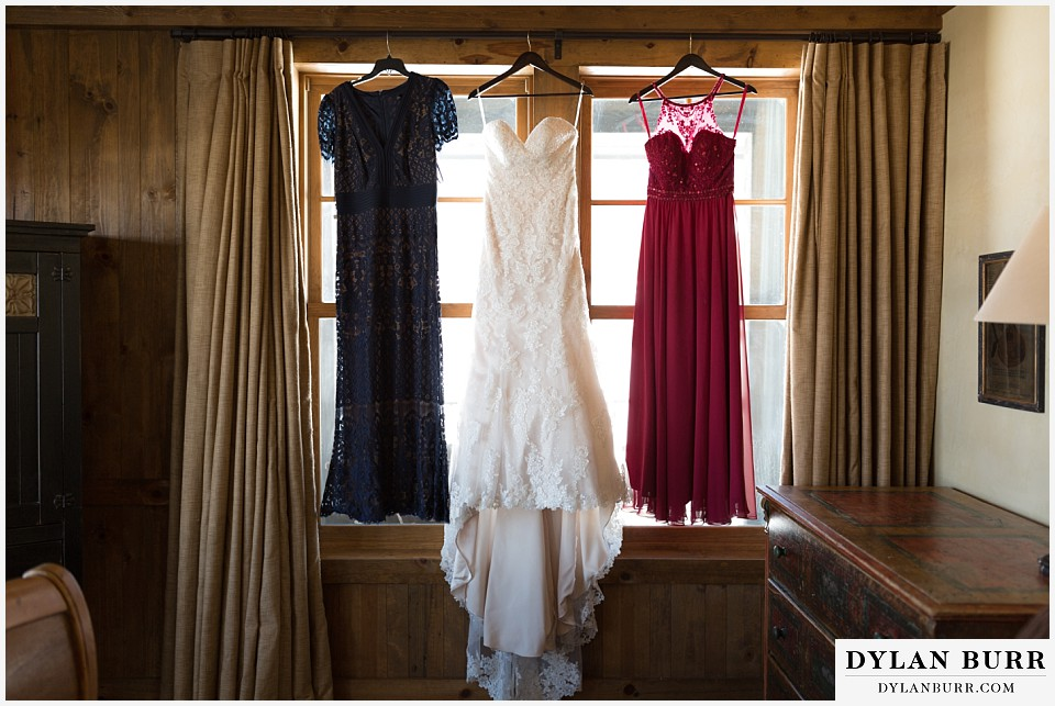devils thumb ranch wedding in winter wedding dress