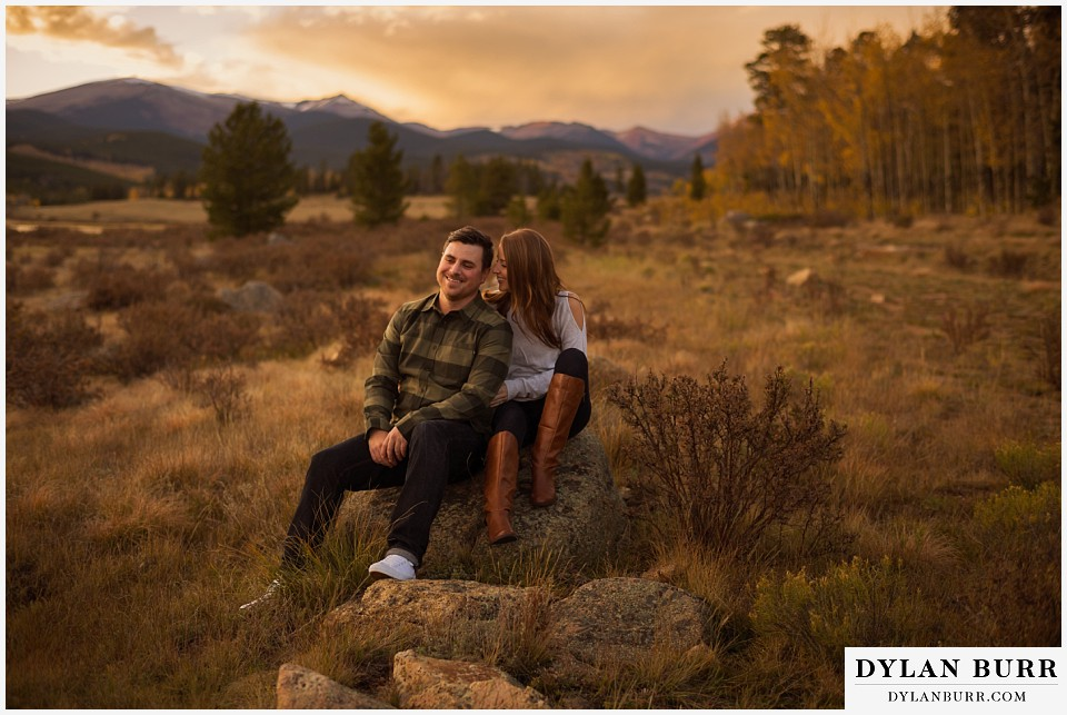 how to prepare for my engagement session couple in aspen trees at sunset