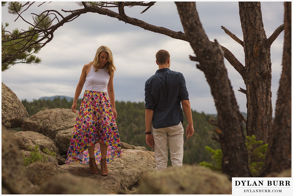 how to prepare for my engagement session couple hiking in mountains