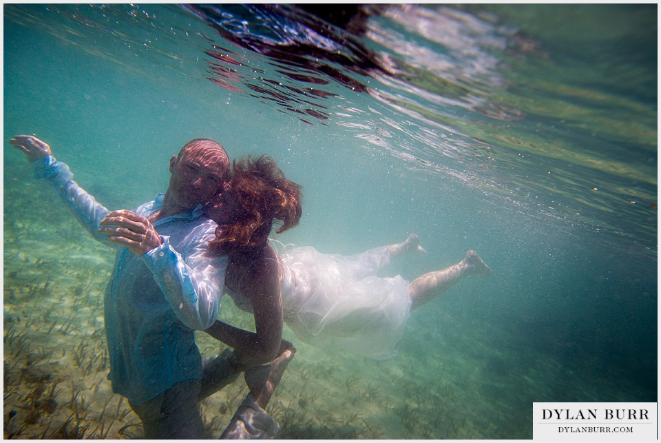 underwater wedding photography turks caicos kisses